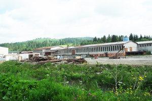 Areál pri Polhoranke - veľkú plochu kúpila obec, postupne ju predáva.