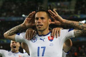 Najväčšia hviezda súčasného slovenského futbalu. Marek Hamšík sa kmoru nechystá, má ho celý rok vNeapole. Leto bude tráviť doma srodinou.