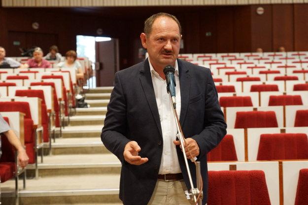 Exminister Simon. Rétorikou sa pridal k Polačekovi a Gibódovi.