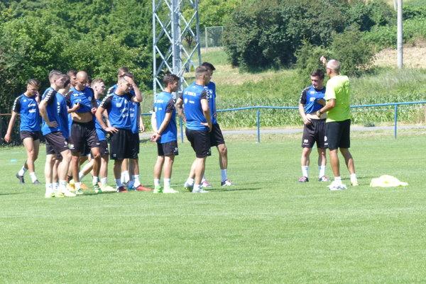 ´Hráči FK Senica počas 1. tréningu.