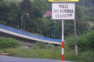 """Okrem """"Bukovskej cesty"""" uzatvoria aj most do Bukova."""