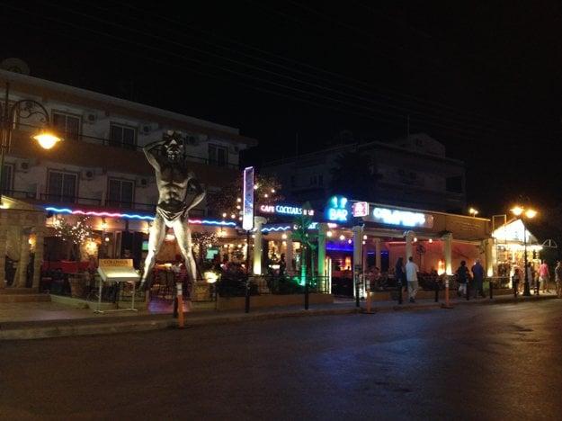 Nočný život v centre Faliraki