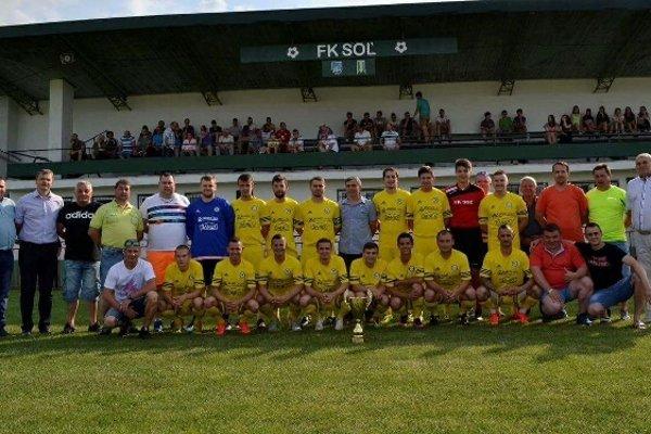 Mančaft FK Soľ. Vybojovali si postup do štvrtej ligy.