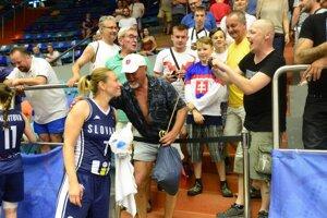 Zuzana Žirková po zápase s Ukrajinou potešila viacerých fanúšikov spoločnou fotografiou.