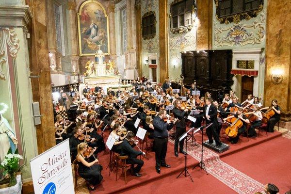 Záverečný koncert Šengenského poludníka 2016 v kostole premonštrátov, na ktorom v podaní medzinárodného orchestra odzneli Vivaldiho Štyri ročné obdobia.