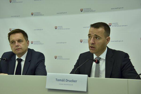Minister financií Kažimír a minister Drucker hovorili o dofinancovaní zdravotníctva.