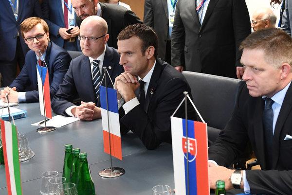 Premiéri krajín Vyšehradskej štvorky na stretnutí s francúzskym prezidentom.
