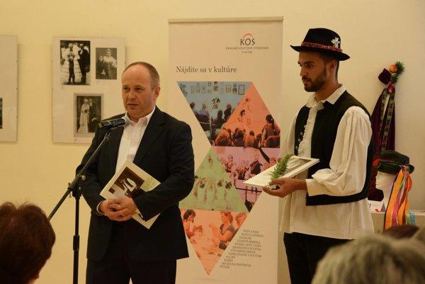 Knihu Od mládenčenia po starobu do života uviedol splnomocnenec vlády SR pre národnostné menšiny László Bukovszky.