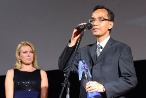 Ocenenie pre najlepší krátky film. Prevzal ho chargé d'affaires Indonézie na Slovensku Gunadi Adisasmita.