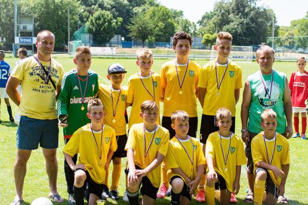 Mladší žiaci Kolíňan sa stali víťazmi Ligy benjamínkov U13.