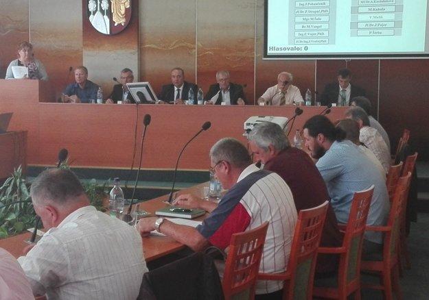 Z rokovania mestského zastupiteľstva v Čadci vo štvrtok 29. júna.