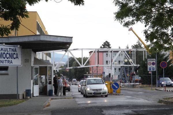 Policajti prichytili pri preberaní úplatku lekára v nitrianskej fakultnej nemocnici.