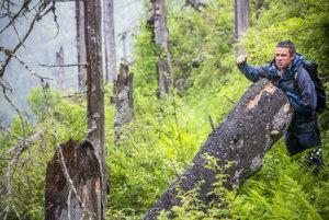 Erik Baláž trávil posledných dvadsaťdva rokov sto až stopäťdesiat dní do roka v Tichej a Kôprovej doline. Kedysi chodil sám, dnes hlavne sprevádza iných.
