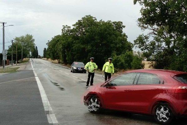 V smere od Piešťan či Hlohovca na Trnavu policajti odkláňajú dopravu už pri Trakoviciach.