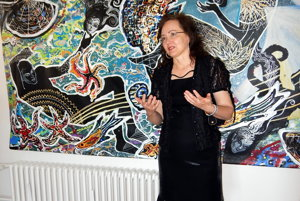 Júlia Piačková v Galérii Mikuláša Galandu.