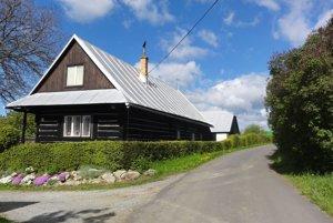 Centrum chce zmapovať ľudové a sakrálne stavby. Na snímke dom na Bratkovici, ktorá je súčasťou Detvianskej Huty.