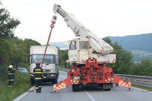 Na pomoc si museli privolať ťažkotonážny žeriav až z Moldavy nad Bodvou.