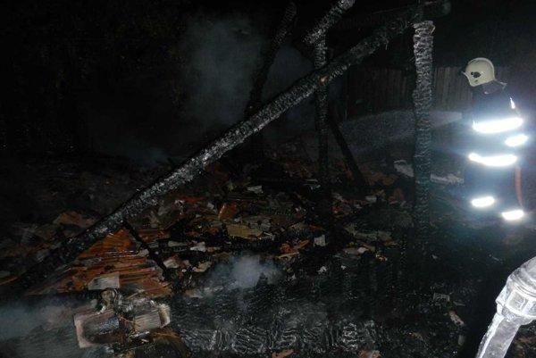 Pri požiari stodoly sa zranila jedna osoba.