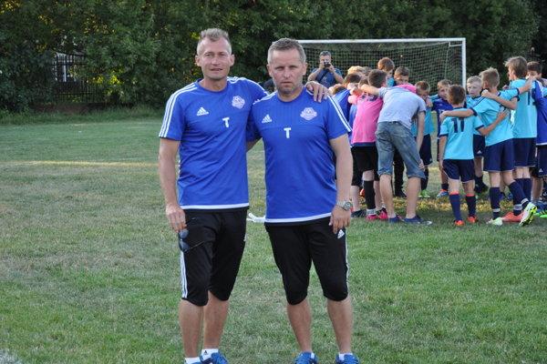Kolegovia akamaráti. SVladimírom Janočkom spolupracujú vakadémii pre výchovu mladých futbalistov.