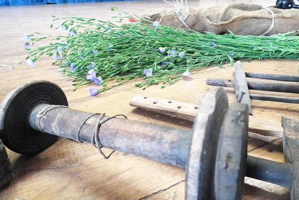 Staré náradia, ktoré ľuďom kedysi pomáhali pri spracovaní ľanu, boli súčasťou výstavy tohtoročnej Hauzírky.