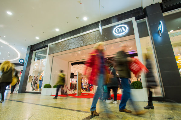 Na Slovensku má C&A 15 predajní, zamestnáva 422 ľudí. Celkovo má v Európe 1 500  pobočiek, svoje zastúpenie má aj v Brazílii, Mexiku a Číne.