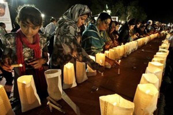 Aj v Pakistane si pripomínali obete teroristického útoku.