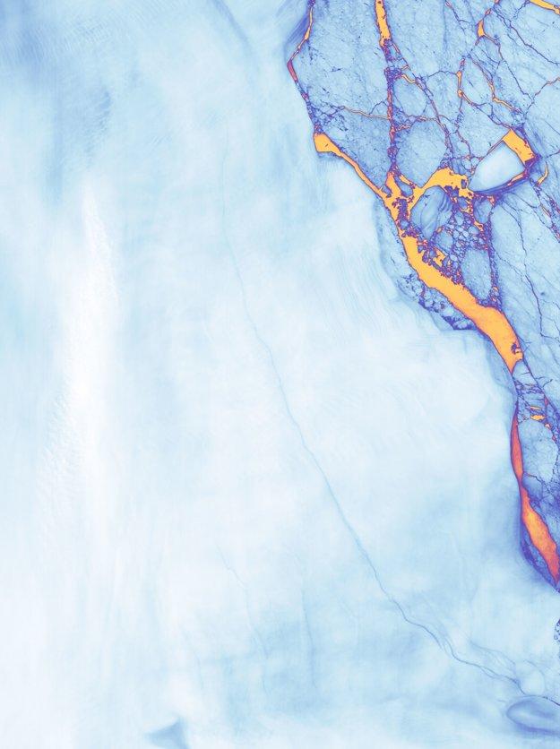 Satelitná snímka NASA zobrazuje trhlinu ešte v júni. Kliknite pre zväčšenie.