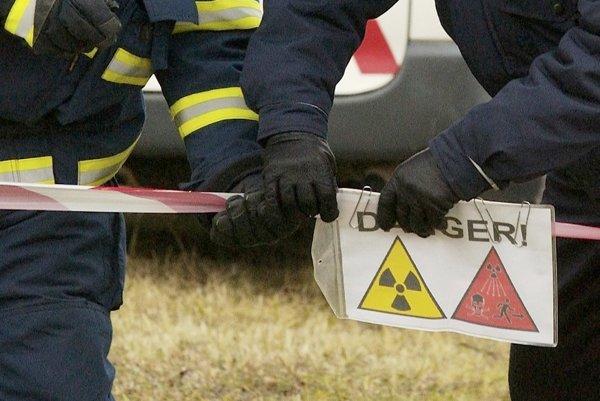 K nájdenému žiariču na kontrolu zvarov boli privolaní pracovníci špecializovaného laboratória.