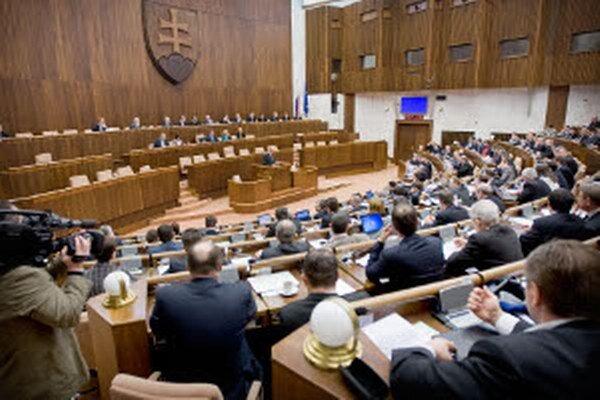 V súčasnosti je slovenský parlament bez zástupcu z Prievidzského okresu.