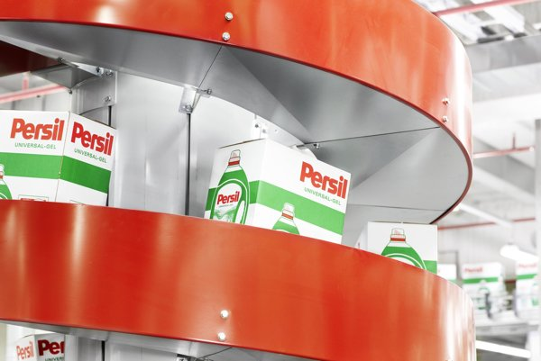 Výroba pracích prostriedkov v závode spoločnosti Henkel.