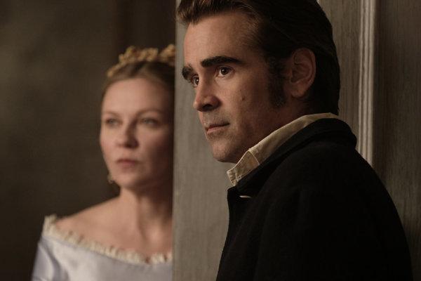 Colin Farrell vo filme Oklamaný. V pozadí Kirsten Dunst.