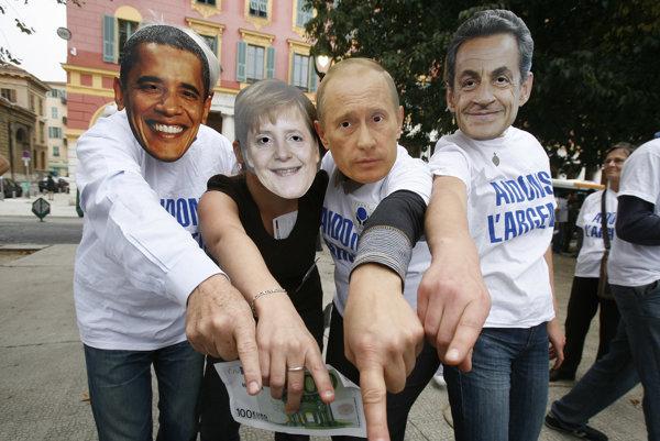 Antiglobalisti protestujú v maskách štátnikov Baracka Obamu, bývalého amerického prezidenta, nemeckej kancelárky Angely Merkelovej, ruského prezidenta Vladimira Putina a bývalého prezidenta Francúzska Nicolasa Sarkozyho.