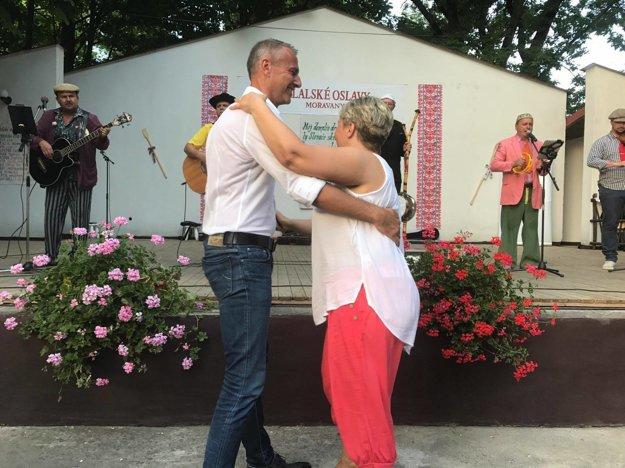 Návšteva v Moravanoch. Zaspieval tam aj zatancoval, bolo veselo.