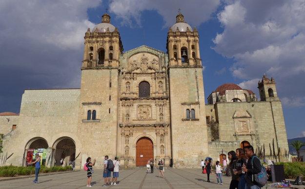 Kostol Santo Domingo de Guzmán je jedným z hlavných kostolov v historickom centre Oaxacy