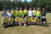 Vek je iba číslo. Bývalí aktívni futbalisti zo Starej Turej vyhrali Memoriál Petra Hučku.