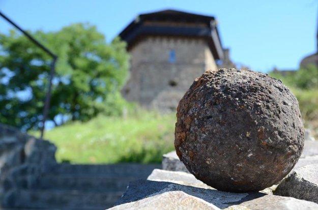Delová guľa objavená na hrade.