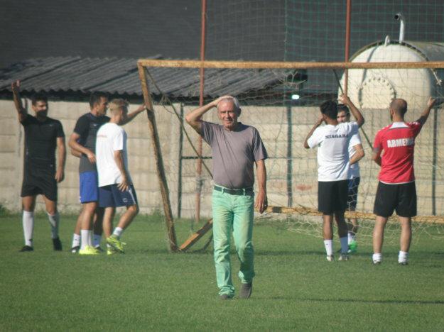 Neľahká úloha čaká na trénera Zelenského, zostaviť úplne nové mužstvo na druhú ligu.
