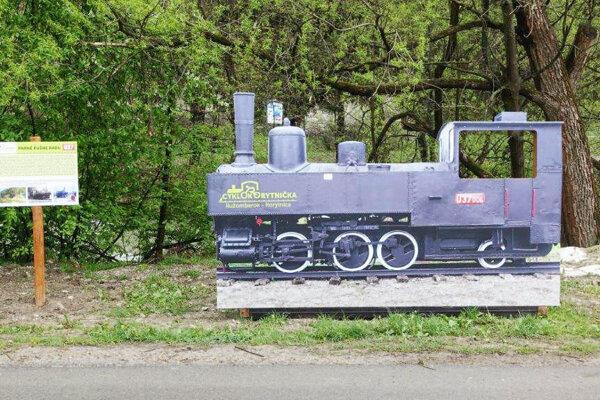 Pri Cyklokorytničke pribudla maketa lokomotívy.