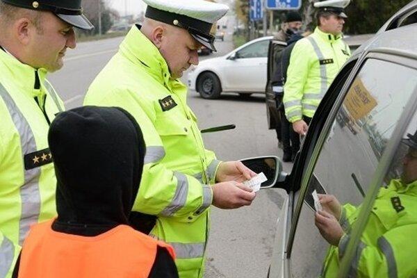 Pri kontrolách vysvitlo, že viacerí vodiči si pred jazdou vypili.