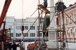 Stĺp sa vrátil na námestie v roku 1996.