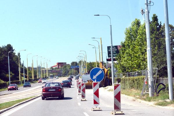 Verejné osvetlenie. V Košiciach menia stĺpy aj vďaka projektu modernizácie električkových tratí. Ďalšie má obnoviť víťaz súťaže.