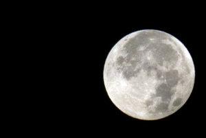 Úplné zatmenie mesiaca.