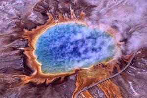 Jedna z hypotéz tvrdí, že život mohol vzniknúť vo vulkanických jazierkach.