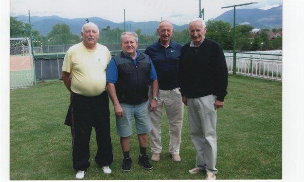 Ladislav Hančin (úplne vpravo) spolu s kamarátmi. Zľava: Dušan Ondruš, nebohý Viliam Pongrác a Ján Hanák.