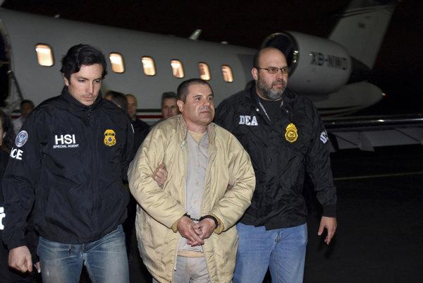 Presun Joaquína Guzmána do amerického väzenia.