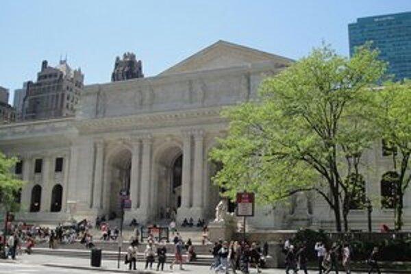 Newyorská Verejná knižnica a správa Central Parku dostali šeky po desať miliónov dolárov.