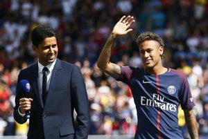 Prestup Neymara z Barcelony do PSG bol futbalovým momentom leta.