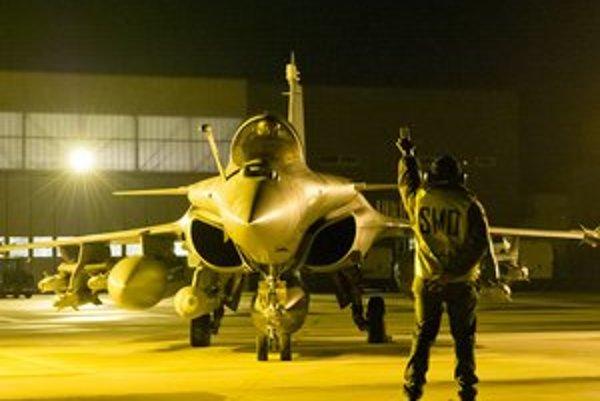Francúzi začali islamistov bombardovať v piatok. Podľa predpovedí akcia potrvá niekoľko týždňov.