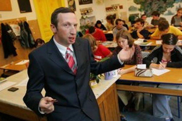 """<p>Václav Klaus mladší je riaditeľom pražského gymnázia. Po tom, ako si uťahoval z Karla Schwarzenberga, proti nemu<a href=""""http://zpravy.idnes.cz/petice-proti-rediteli-klausovi-porg-d7r-/domaci.aspx?c=A130116_103140_domaci_jw"""">študenti spísali prote"""