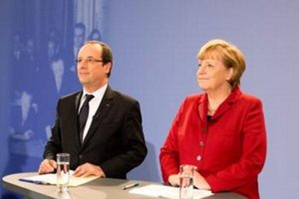 Nemecká kancelárka Angela Merkelová (vpravo) a francúzsky prezident Francois Hollande.